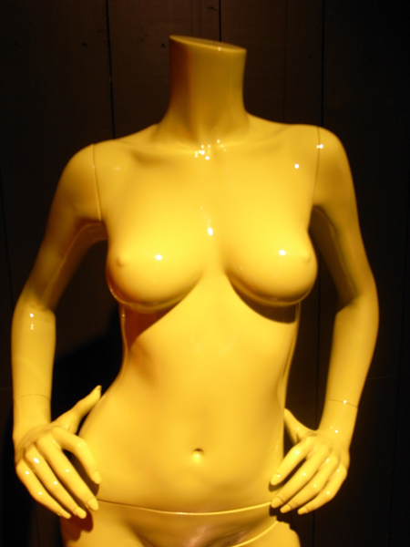 殆どのマネキンには乳首がついている。でも ...: www.pop-group.net/blog/nishiumi/2009/09/mannequin.html